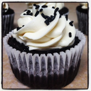Black and White Cupcake (chocolate cupcake, white chocolate icing)